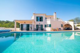Villa with pool and garage near picturesque village of Boliquieme